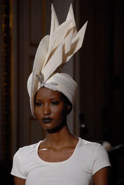 photoparismode.com - Paris Fashion Show - Haute Couture #millinery #judithm #hats