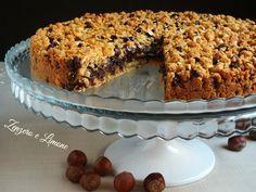 La torta cookies è un dolce goloso che ricorda i biscotti americani preparati con le gocce di cioccolato. Una frolla granulosa racchiude una morbida crema.