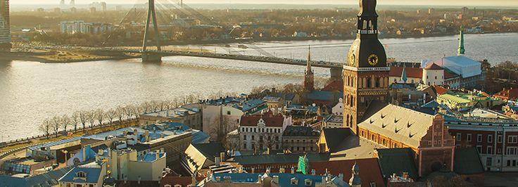 Riga, la capitale de la Lettonie 🌉 est un joyau architectural 🏰 classé au patrimoine mondial de l'Unesco à découvrir absolument.  #riga #lettonie #europe #paysbalte #travelphotography #ville #voyage #visite #escapade #travel #trips #tripadvisor #voyageexpert #wanderlust #viator #getaway #tourisme #decouverte #bucketlist #vacances #holidays #amazingdestination