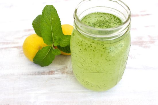 Lemon + Mint Spritzer : The perfect summer mocktail to keep you hydrated in the heat!