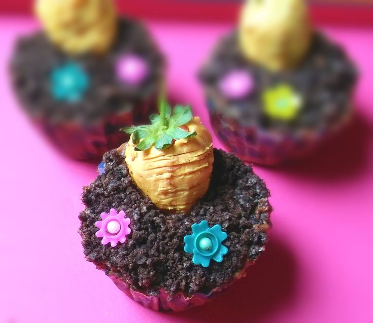 Carrot Patch Chocolate Cupcakes make cute little bakes, ideal for Easter or to celebrate the beautiful Spring season. So if you looking for a homemade treat to tuck into your basket, here you have it. http://gardeningfoodie.co.za/carrot-patch-chocolate-cupcakes/