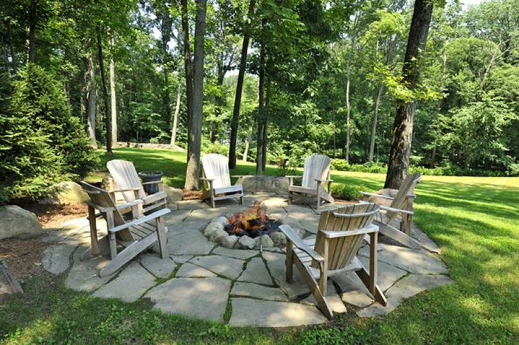Neat Outdoor Fire pit conversation area