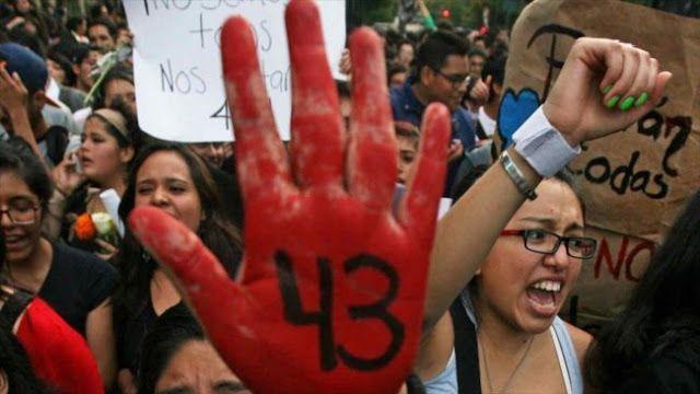 MEXICO: A DOS AÑOS DE LA DESAPARICION DE 43 ESTUDIANTES FAMILIARES EXIGEN JUSTICIA    Padres de 43 desaparecidos de Ayotzinapa no pierden la esperanza Las familias de los 43 estudiantes desaparecidos en 2014 en la localidad de Ayotzinapa liderarán este lunes una marcha en la Ciudad de México para exigir que sus hijos sean hallados y se haga justicia. Dos años después de la desaparición de los 43 estudiantes de Ayotzinapa los padres de los alumnos cuentan cómo no pierden la esperanza de…