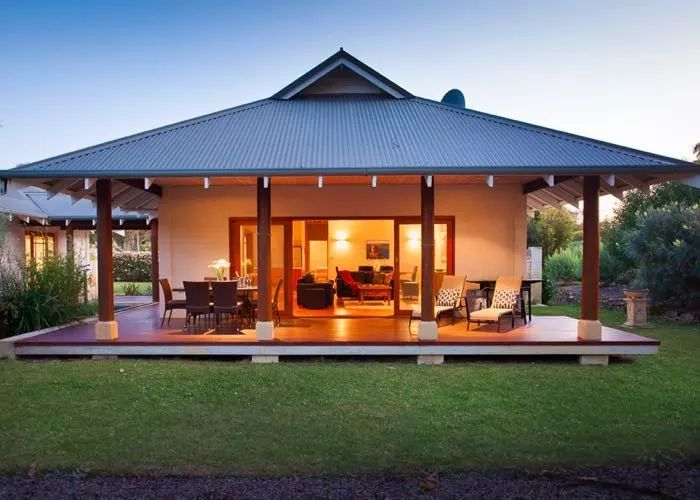 Located in Yallingup (near Margaret River), Moana Deluxe Villa is an intimate couple's retreat, perfect for romantic getaways and honeymoons.