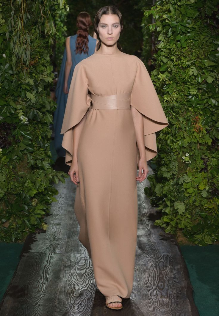 Valentino Official Website - Valentino Women Haute Couture Look Fall Collection.