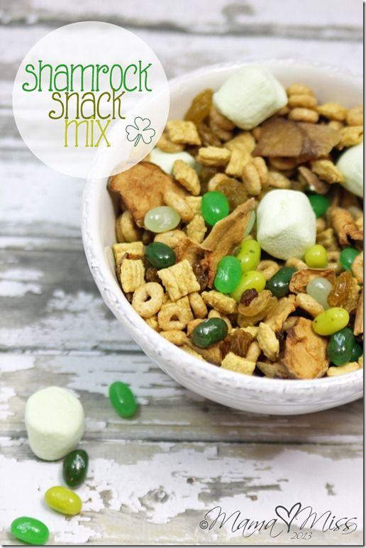 Shamrock Snack Mix #StPatricksDay #healthysnacks #funsnacksforkids   http://www.mamamiss.com ©2013