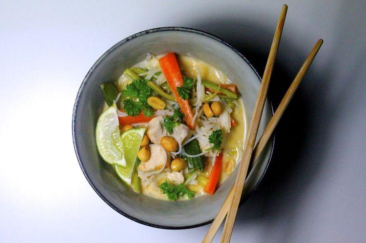 En lækker, let spicy thaisuppe med kylling, nudler, masser af friske grøntsager og et touch af Asien. Jeg sidder jo nok lige nu dernede et sted, formentligt i Vietnam og spiser forhåbentlig masser af lækker mad.Du kan jo følge med på Instagram, hvis du har lyst? Men inden jeg tog afsted, må....