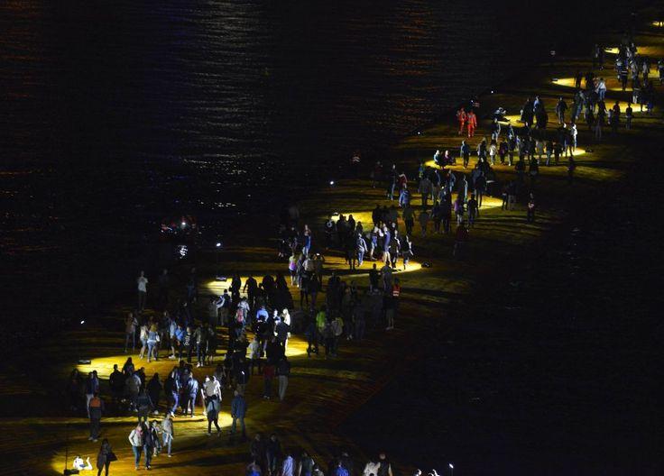 Chiaro di luna sul lago d'Iseo: l'opera di Christo versione by night
