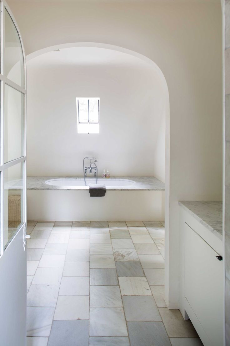 Meer dan 1000 idee n over landelijke stijl badkamers op - Keuken wit marmer ...