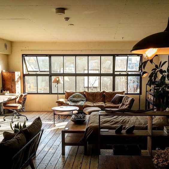 Relaxed studio apartment with retro vibe