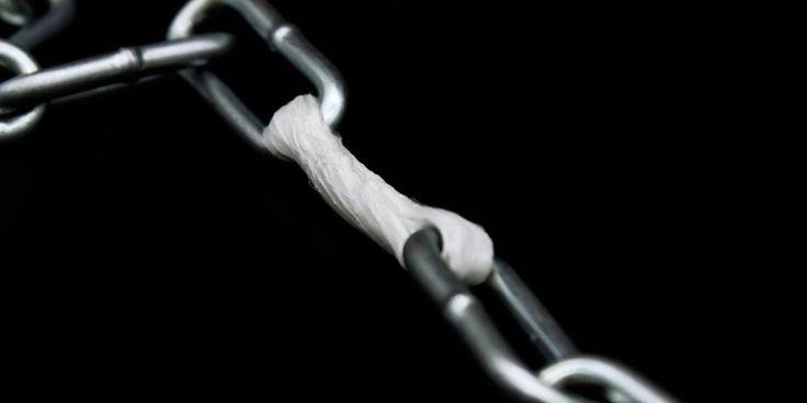 So leicht wie eine Feder, so hart wie Stahl, so modellierbar wir Knetmasse und in Alltag und Abenteuer einsetzbar – das verspricht das Polymerband von Braeön.