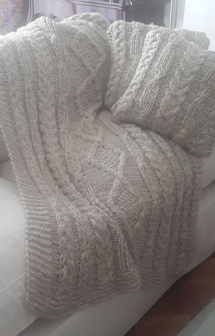 Pie de cama con almohadones