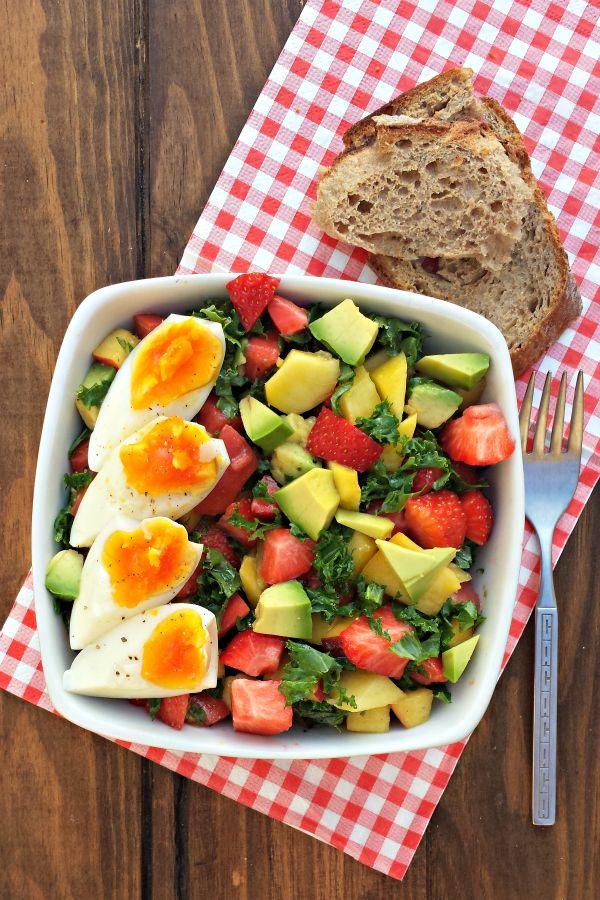 Sugg-r and some Salt: ensalada {para desayunar} de col rizada, tomate rosa y fruta #ponunaensalada