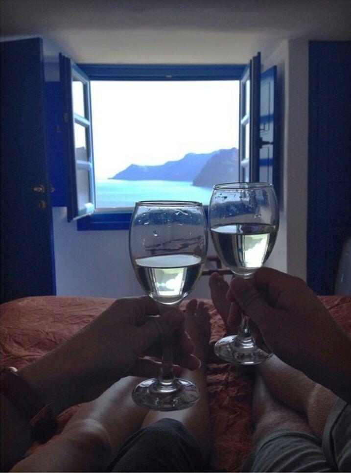 Views that transform into lifetime memories #santorini #oia #hotel