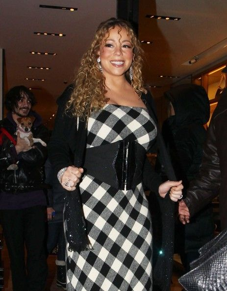 "Mariah Carey Photos - ""All I Want For Christmas Is You"" singer Mariah Carey did some Christmas shopping while vacationing in Aspen, Colorado on December 22, 2012. - Mariah Carey Christmas Shopping In Aspen"