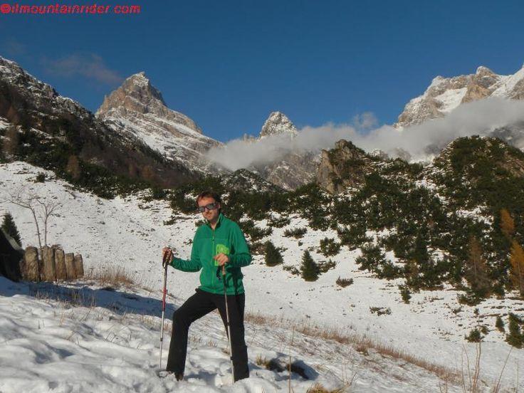 Escursione a Casera Lodina - Dolomiti Friulane. Sullo sfondo da sinistra verso destra Monte Duranno, Cima dei Frati e Cima dei Preti