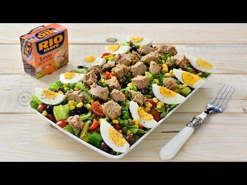 Salata cu ton este perfecta in aceasta perioada. Dupa cateva zile cu mancare grea si tot felul de dulciuri, o salata pare varianta ideala pentru a ne bucura