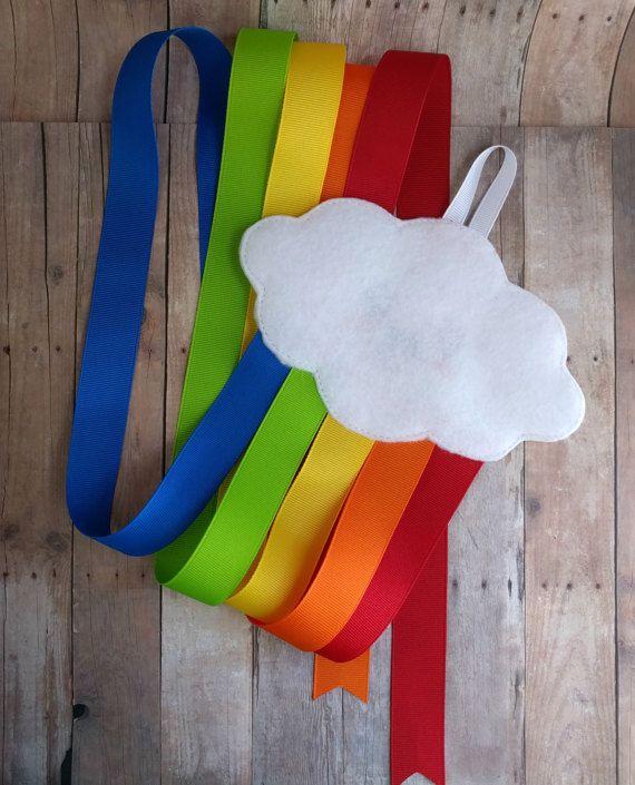 Happy Rainbow Cloud Haarschleife und Clip-Halter von ShopOrangeBlossoms   – Porta lazos