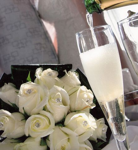 #grecianbay #hotel #cyprus #ayianapa #bride #wedding #specialmoments #island #travel #weddingphotography #champagne #flowers #white #roses