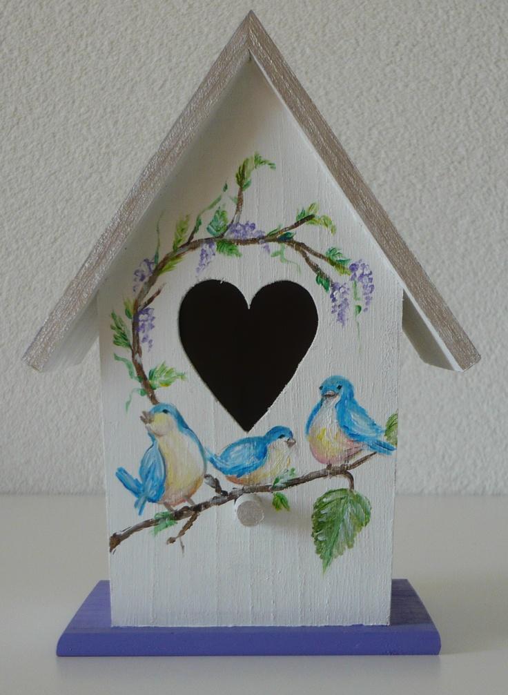 Schattig vogelhuisje als decoratie en ook leuk om kado te geven. Beschilderd met acrylverf
