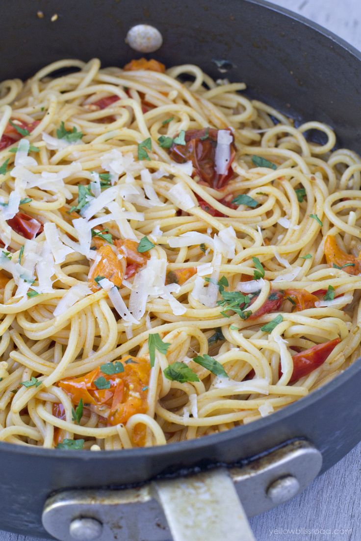 10 Minute Garlic & Tomato Pasta - Yellow Bliss Road