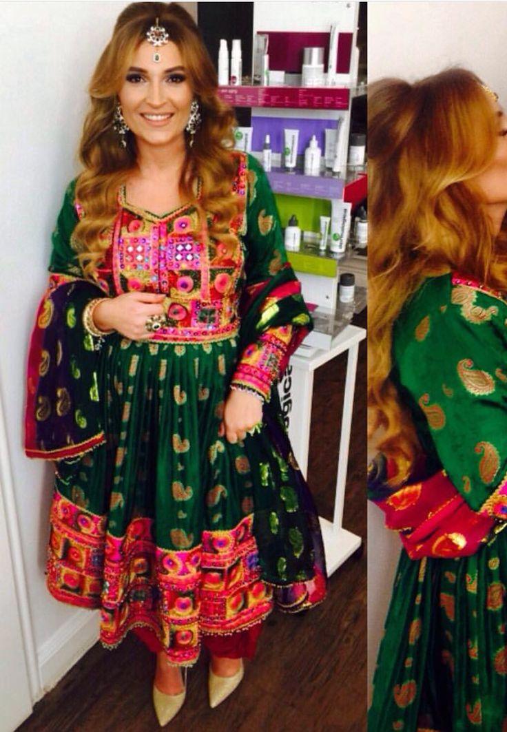 Яркий индийский костюм анаркали