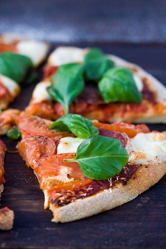 Quinoa pizza crust...i would make this