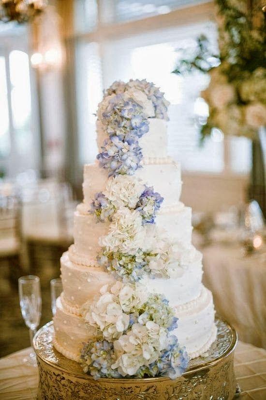 Tarta de boda con hortensias
