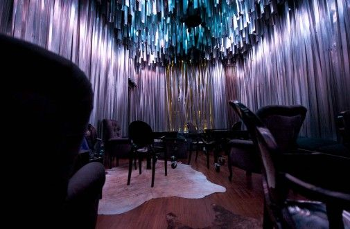 Wnętrze klubu Jazz Cafe w Chorzowie wypełnia spektakularna scenografia, w której główną rolę odgrywają dwa elementy: profile aluminiowe i światło. Aranżacja, której autorami są projektanci z pracowni medusagroup, otrzymała międzynarodową nagrodę AIT Award 2012 – 'Global Award for the very best in Interior and Architecture' w kategorii barów i restauracji. http://sztuka-wnetrza.pl/1008/artykul/niezly-jazz