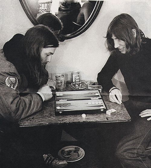 David Gilmour and Roger Waters playing a game of backgammon