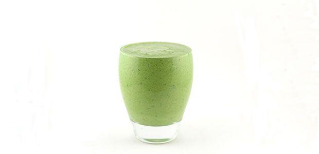 Deze spinazie komkommer kwark smoothie is een groene smoothie met vooral groenten als basis. Er zit vooral spinazie en komkommer in deze groene smoothie.