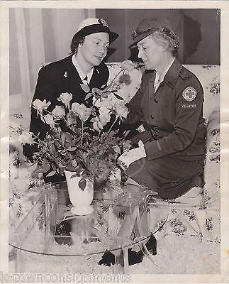 WWII WAVES WOMEN IN UNIFORM RED CROSS PEPSI CENTER SAN FRANCISCO PRESS PHOTO