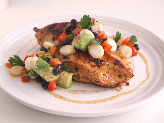 Grilled Chicken Breasts with Corn Salsa - QueRicaVida.com