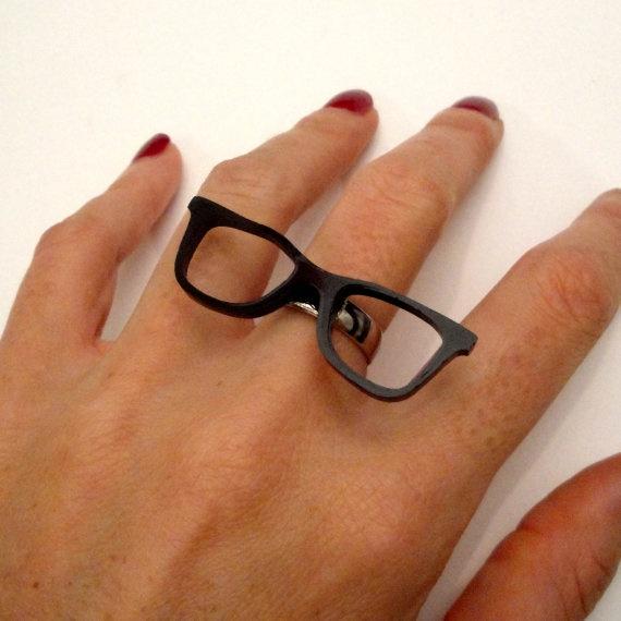 glasses ring