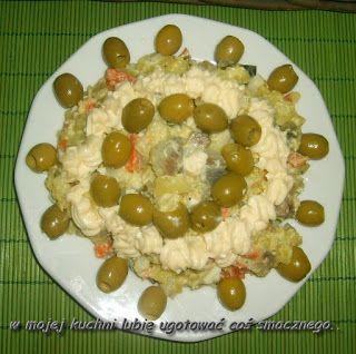 W Mojej Kuchni Lubię..: oliwkowo śledziowa sałatka jarzynowa...