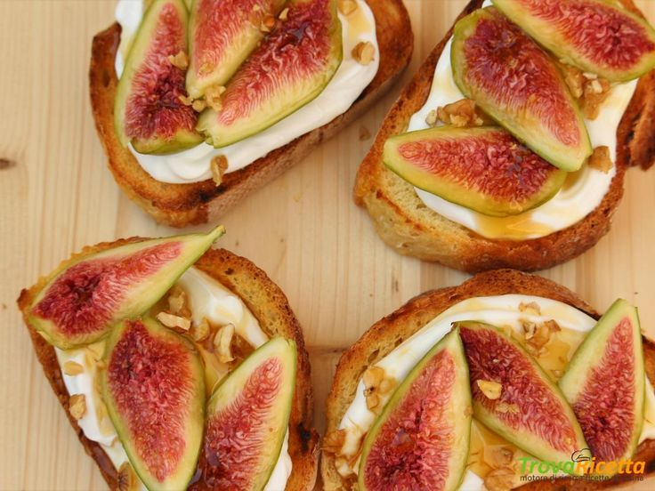 Bruschetta dolce con fichi  #ricette #food #recipes