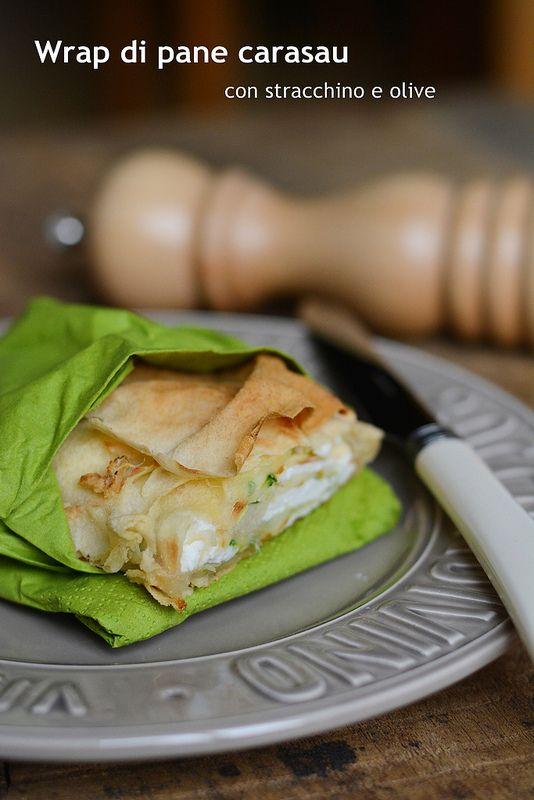 Wrap di pane carasau con stracchino e olive verdi