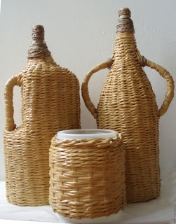 Do Melhor Jeito - Reciclagem: Weaving Newspaper, Cesteria, Newspaper Weaving, Newspaper Crafts, Good Idea, Newspaper Baskets, Wine Bottle, Covers Wine, Con Periódico