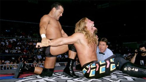Dean Malenko, uma inspiração para muitos, aqui a esticar Chris Jericho