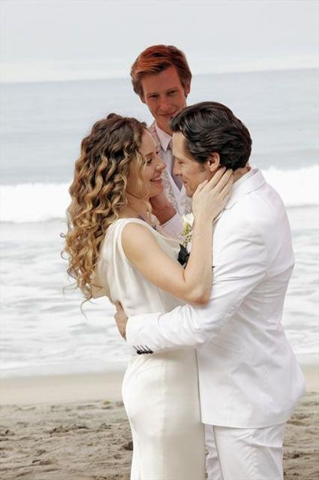 """Jack and Amanda Embrace as Nolan Looks on in Revenge Season 2, Episode 13, """"Union"""""""