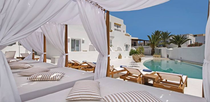 Let the sun caress you... poolside..! The perfect way to welcome an amazing weekend! Enjoy!