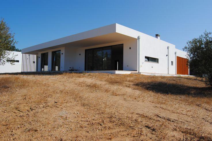 Moradia individual, pronta a habitar, c/ 3.675 m2 de terreno - a 10 kms da cidade de Rio Maior