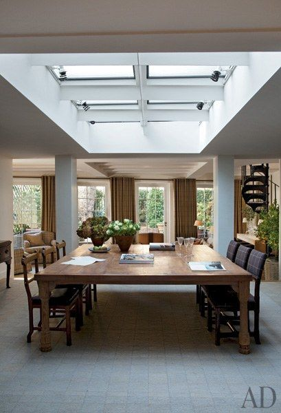 Celebrity Dining Rooms: Gisele Bündchen, Tom Brady, Patrick Dempsey, Kourtney Kardashian Photos | Architectural Digest