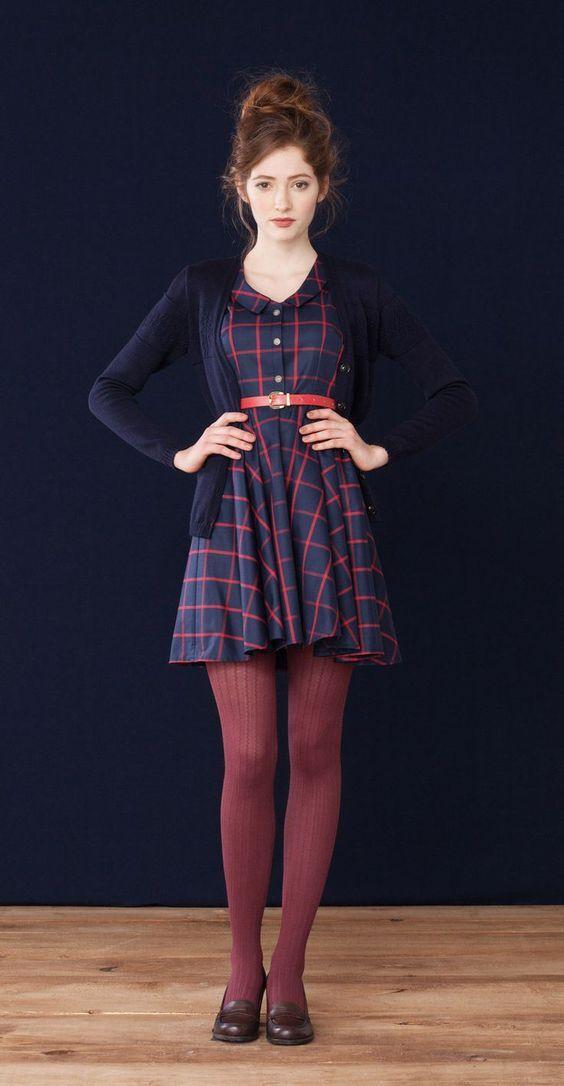 Para deixar os looks de Inverno mais alegres, as meias-calças coloridas ou estampadas podem ser uma opção moderna e divertida! Para montar um look mod...