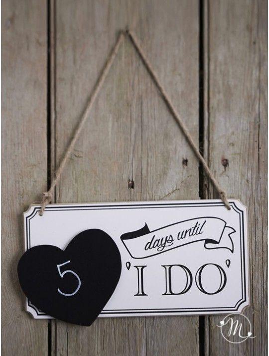 Insegna love countdown.  Insegna in legno per il conto alla rovescia al matrimonio. I giorni possono essere segnati sul cuoricino lavagna. Gessetto non incluso.  Misure: 27 x 17 cm.In #promozione #matrimonio #weddingday #wedding #ricevimento #insegne #decorazioni #luci #banner #illuminatedsigns #decorations #lights #bar #decorazioniluminose #nozze