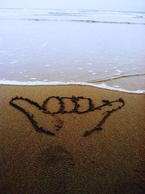 Shaka your Friday #happyfriday #shaka #sandy #shoreline http://www.swell.com/
