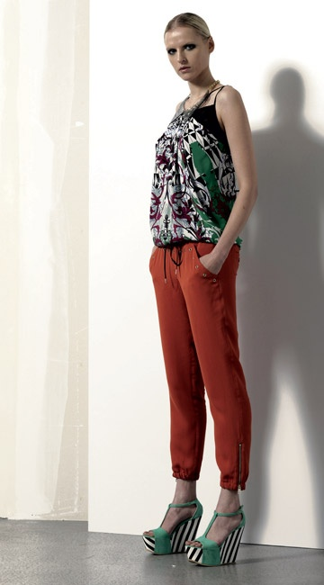 Look 03 . 657 Top . 4425 Pantalone / Trousers . 2207 Colletto / Collar . 203P Scarpa / Shoes