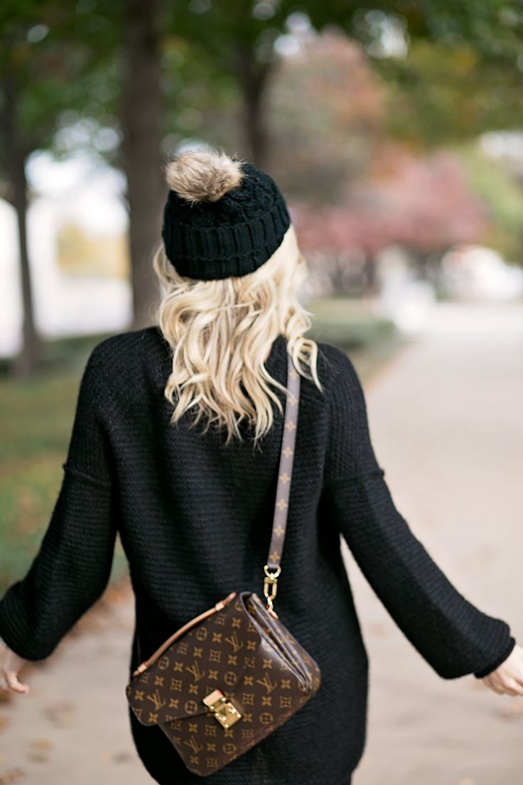 Louis Vuitton Crossbody and all black outfit