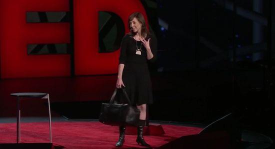 とかく外交的な人が評価されがちな現代社会。しかしそのような流れになったのは、たかだかこの100年余りのことでした。「無理して社交的な人を演じていた」と語る弁護士で作家のスーザン・ケイン氏が、「内向的な人が持つチカラ」を紹介し、再評価を促しました。(TED2012より)