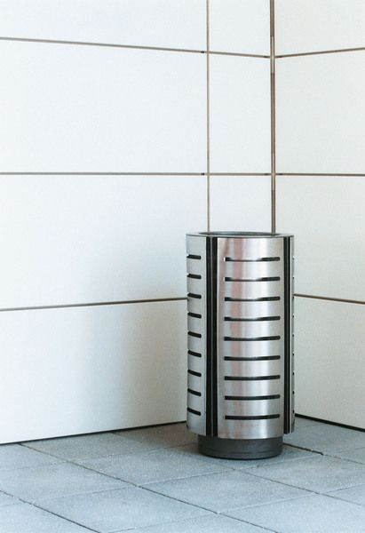 DIAGONAL by mmcite. Stainless steel waste bin for public space. www.mmcite.com